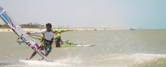 Na foto (tirada por mim!), Golito Estredo, tetra campeão mundial de freestyle brincando em São Miguel do Gostoso - RN